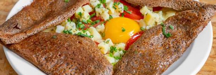 Raclette de patates tomates et oeuf